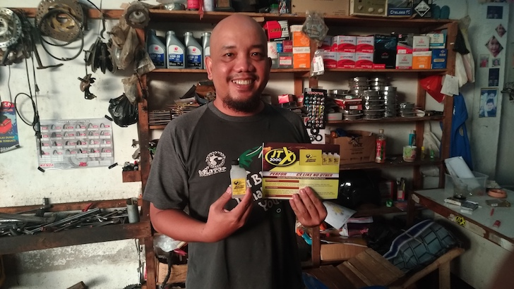 Blogger Borneo dan JTX3000 Motorcycle Booster