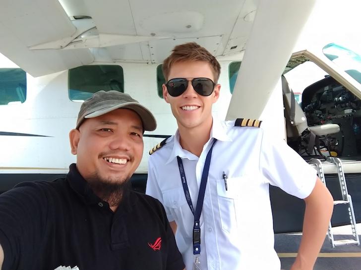 Blogger Borneo Selfie Bersama Susi Air Co-Pilot