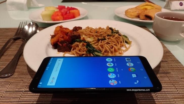 Makan Mie Ditemani ASUS ZenFone Max Pro M1