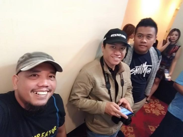 Tiga Sekawan Blogger dari Pontianak Menanti Saat Registrasi