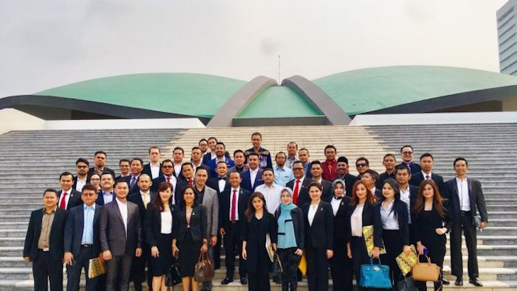 Foto Bersama HIPMI dan DPR RI Setelah RDP RUU Kewirausahaan