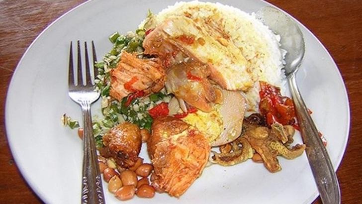 Nasi Ayam Kedewatan Ibu Mangku Bali